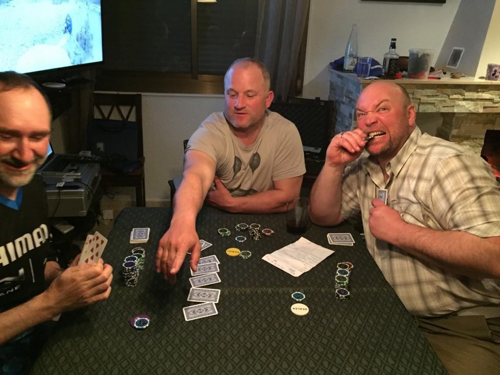 Beim Pokern hat man es allerdings schwer. Dori und ich sind fast unschlagbar.